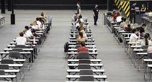 """رجل ينجح في الامتحان بفضل """"كوفيد-19"""" بعد فشله 33 مرة"""