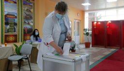 روسيا البيضاء تجري انتخابات وسط احتجاجات تهز رئيسها القوي