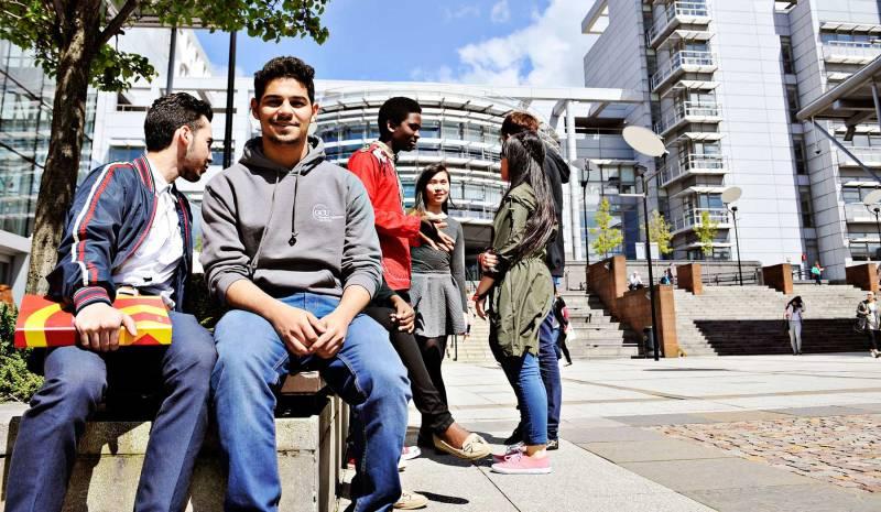 المصارف تضيّع على الطلاب اللبنانيين في الخارج سنتهم الجامعية (راجانا حمية – الأخبار)
