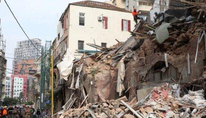 متابعة رفع أنقاض المبنى المهدم في الجميزة