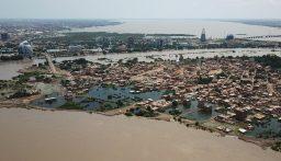 أول طائرة أميركية لمساعدة متضرري الفيضانات وصلت الى الخرطوم