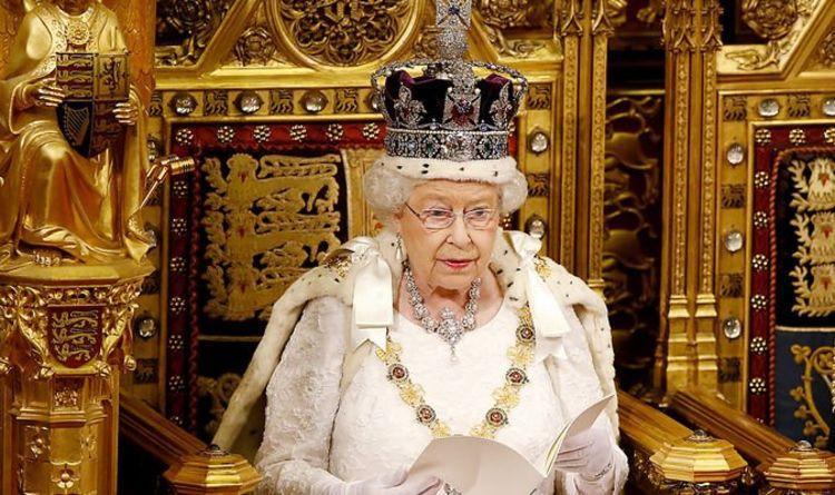 """الملكة إليزابيث تتم اليوم 95 عاماً.. لكن """"لا احتفالات عامة"""""""