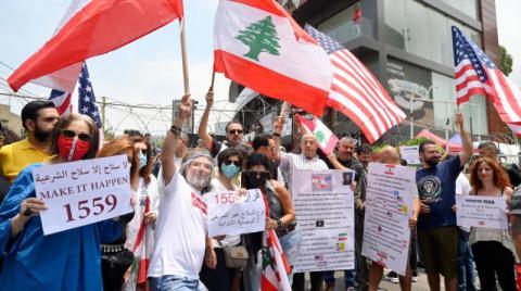 """مجموعة من الحراك تحتج على طريق وزارة الدفاع رفضا لـ""""السلاح غير الشرعي"""""""