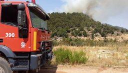إهماد حريق أعشاب وأشجار في البوار