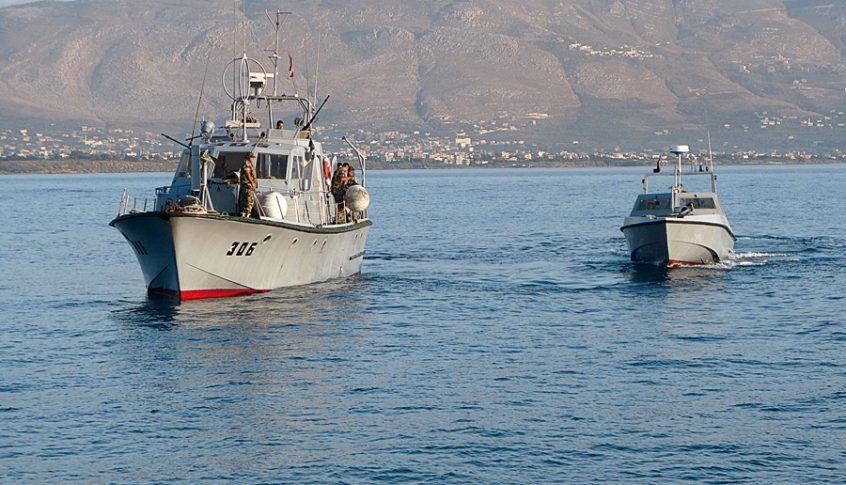 القوات البحرية في الجيش تكثف دورياتها على طول الشاطئ بحثاً عن مفقودين