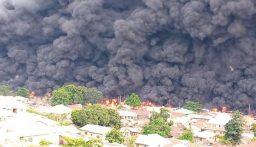 بالفيديو: حريق يودي بحياة 23 شخصاً اثر انقلاب شاحنة محملة بالوقود