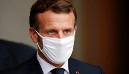 الرئيس الفرنسي إيمانويل ماكرون يتفقد مكان هجوم نيس