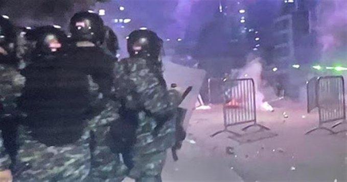 القوى الامنية فتحت الطريق على جادة شارل حلو بعد انسحاب المتظاهرين