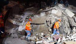 ارتفاع عدد ضحايا زلزال إزمير إلى 17 قتيلاً و709 جرحى