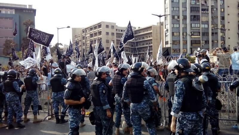القوى الامنية أبعدت المتظاهرين من محيط قصر الصنوبر باتجاه البربير