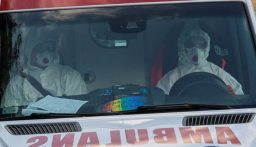 بولندا تحول ملعب كرة قدم إلى مستشفى بعد زيادة الإصابات بكورونا