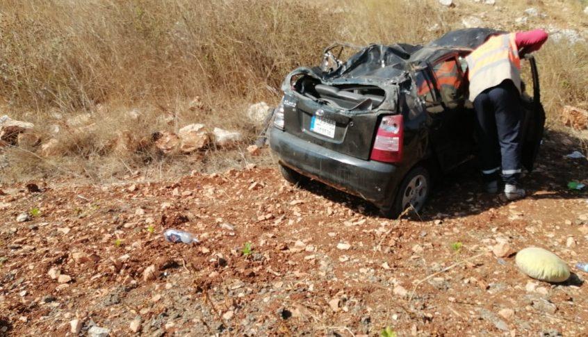 انقلاب سيارة على طريق محمية وادي الحجير يودي بحياة امرأة
