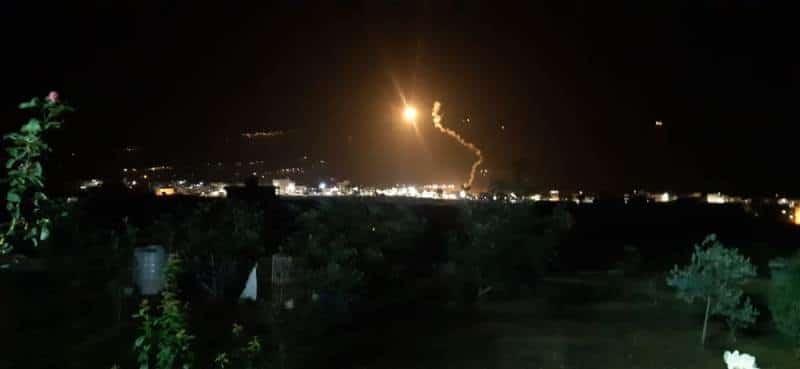 قنابل مضيئة فوق المنارة وحولا وتمشيط للبساتين بالقرب من السيج الشائك