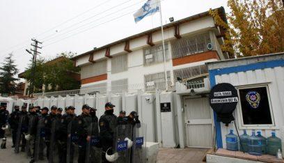 تأهب أمني في السفارات الاسرائيلية عقب اغتيال العالم النووي الإيراني