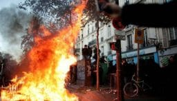اعتقالات وصدامات بين الشرطة الفرنسية والمحتجين وسط العاصمة الفرنسية (فيديو)