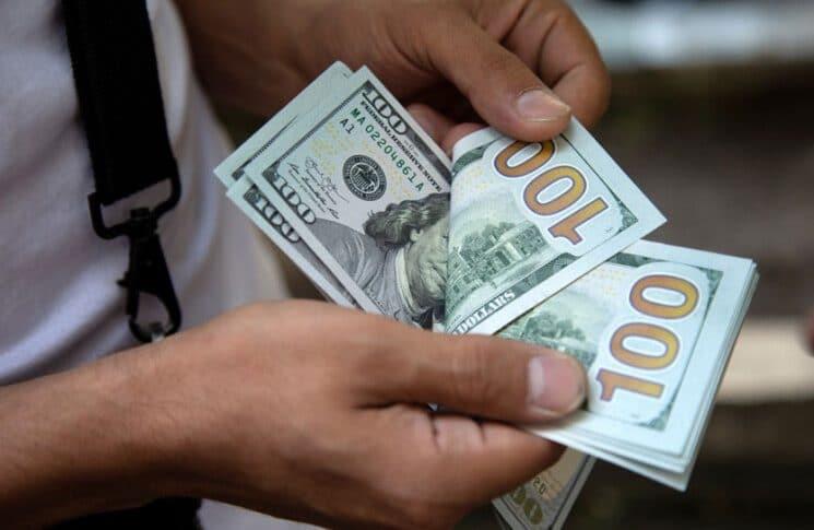 دولار السوق السوداء الآن بين الـ 9450 والـ..
