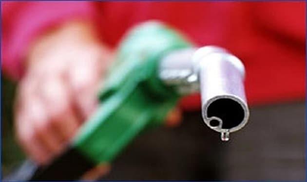 هل يرتفع سعر صفيحة البنزين غداً؟!