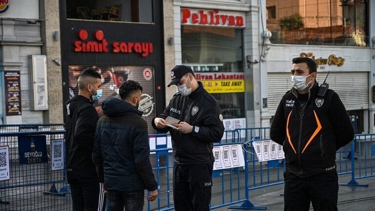 تركيا تواجه ارتفاعًا ملموسًا مستمرًا للإصابات الجديدة بكورونا