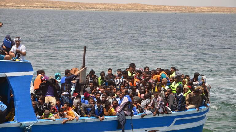 إنقاذ العشرات من المهاجرين قبالة السواحل الليبية