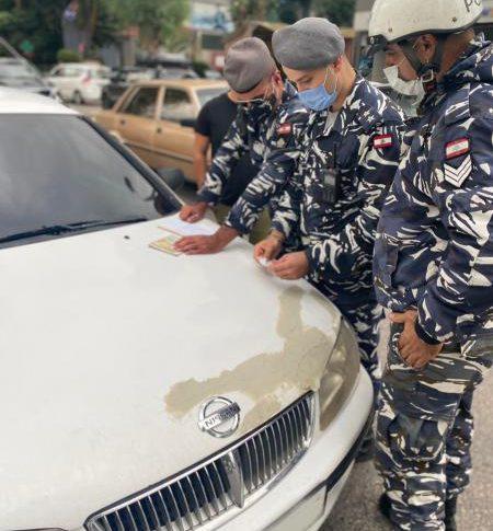 لوحة تسجيل وترخيص حاجب للرؤية مزورين ضبطتهما مفرزة سير بعبدا