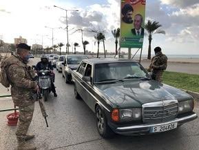 حواجز ودوريات للجيش في صور تنفيذا لقرار الاقفال العام