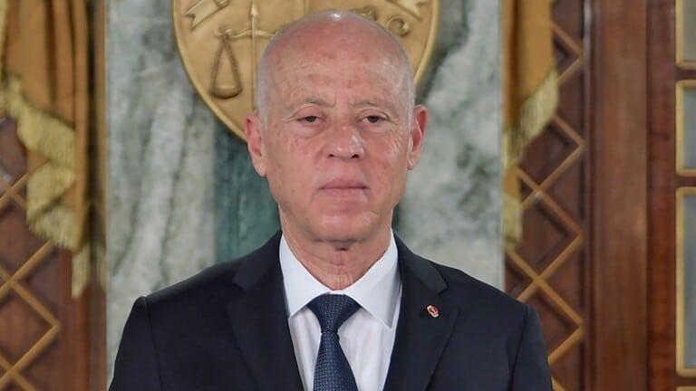 الرئاسة التونسية تتلقى ظرفاً مشبوهاً يحتوي على مسحوق وتفتح تحقيقاً