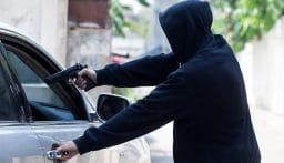 سلب سيارة بقوة السلاح في طرابلس