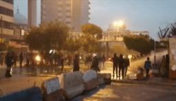 استمرار الاحتجاجات في طرابلس وامام مدخل السرايا