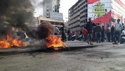 سائقو السيارات العمومية قطعوا مسارب ساحة عبدالحميد كرامي احتجاجاً على عدم توافر مادة المازوت
