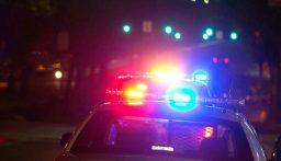 لص يسرق سيارة ثم يعيدها لصاحبتها ويوبخها ويهددها بالشرطة!