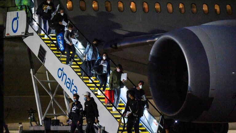 رصد 3 حالات كورونا على متن رحلتين إلى أستراليا ووضع 47 لاعباً في الحجر