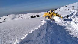 طرقات جبلية مقطوعة بالثلوج