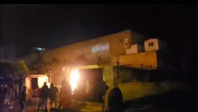 مواجهات بين عدد من المتظاهرين والقوى الامنية في محيط سرايا طرابلس