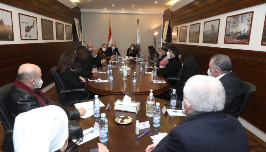 إجتماعان لوزيرة الدفاع ووزارة الصحة حول وضع المستشفيات والأدوية والمستلزمات الطبية في ظل وباء كورونا