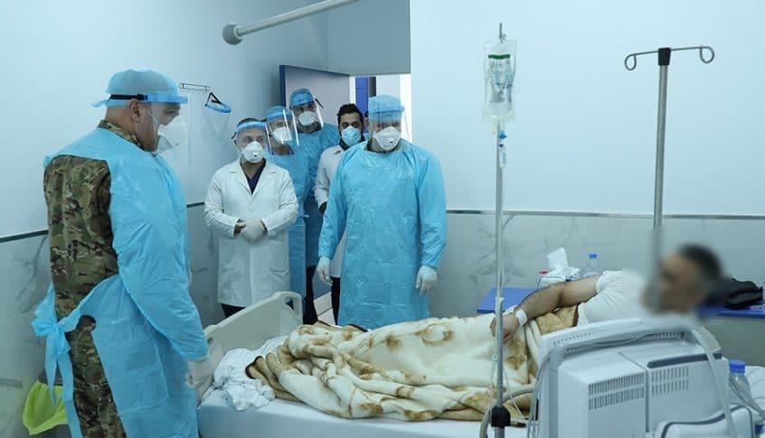 قائد الجيش يتفقد مرضى الكورونا في المستشفى العسكري المركزي