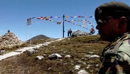 عند حدود جبال الهملايا.. اشتباكات القوات الهندية والصينية