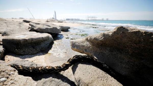 إسرائيل تخصص نحو 14 مليون دولار لتنظيف الشواطئ من التسرب النفطي