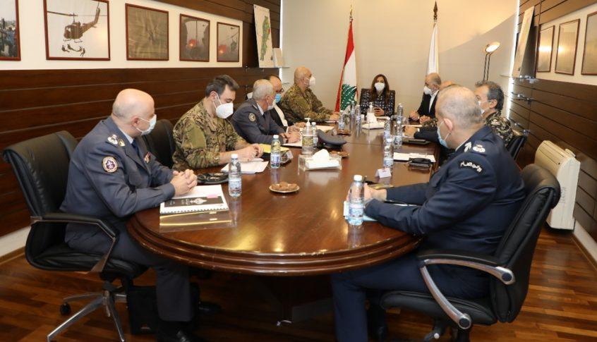 إجتماع في وزارة الدفاع للبحث في موازنات الأجهزة العسكرية والأمنية