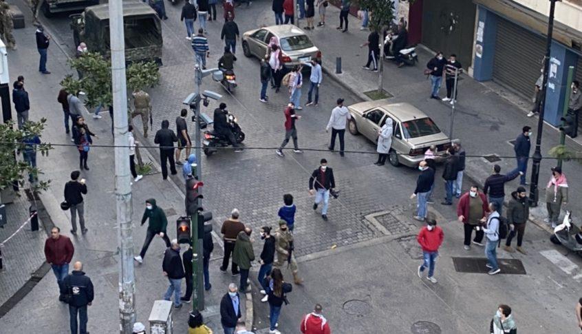 مسيرة لجمعية المودعين من رياض الصلح باتجاه مصرف لبنان تحت شعار أموالنا عند المصارف وبدنا نسترجعها
