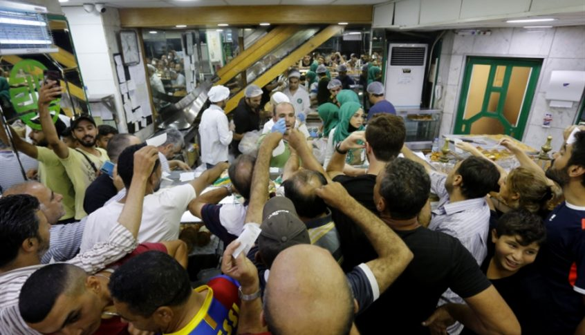نقابات الافران: لوقف توزيع الخبز وحصر البيع في صالات الافران والمخابز اعتبارا من الغد