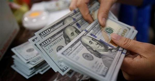 """الدولار """"يحلّق"""" فوق الـ10 آلاف.. إليكم سعره مساء اليوم!"""