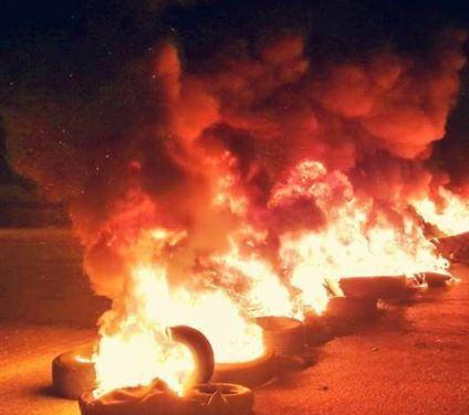 قطع طريق المطار مقابل المجلس الإسلامي الشيعي الأعلى بالاتجاهين
