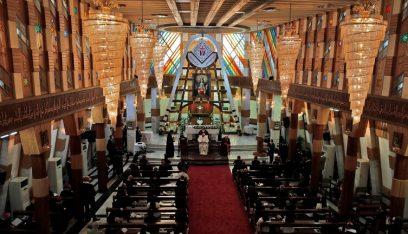 """البابا يزور كنيسة """"سيدة النجاة"""" وسط بغداد"""