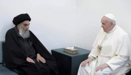 الأوبزرفر: البابا فرنسيس في زيارة تاريخية للعراق ولقاءه السيد السيستاني