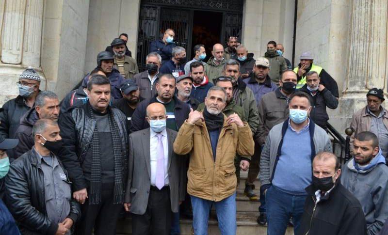 اعتصام تحذيري لعمال بلدية طرابلس احتجاجا على انهيار الليرة