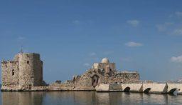 إضاءة القلعة البحرية في صيدا بالشموع في ذكرى اغتيال معروف سعد