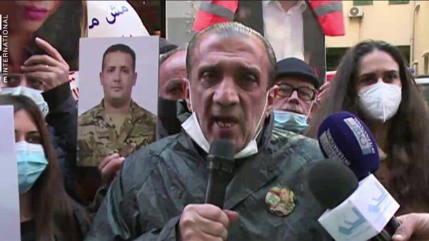 أهالي ضحايا انفجار المرفأ يحتجون على موقف نعمة بالاعتصام أمام منزله(فيديو)