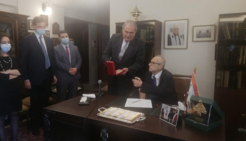 جريصاتي قلد القاضي بريدي باسم الرئيس عون وسام الاستحقاق اللبناني من درجة فضي ذو السعف