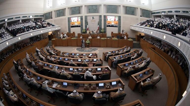 الأمة الكويتي يرجئ استجواب وزير الصحة لمدة أسبوعين