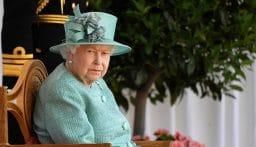 الملكة إليزابيث تستأنف مهامها بعد أربعة أيام على وفاة زوجها